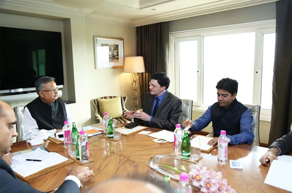 In meeting with Dr. Raman Singh, CM Chhattisgarh